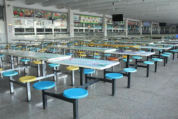 学校食堂环境