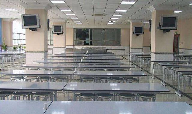干净敞亮的食堂