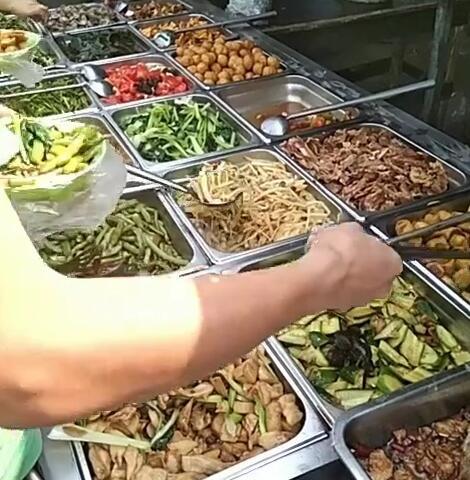 工地8元饭菜图片4