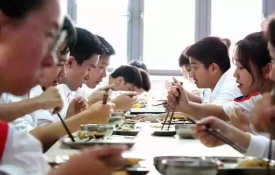 南模中学的学生午餐