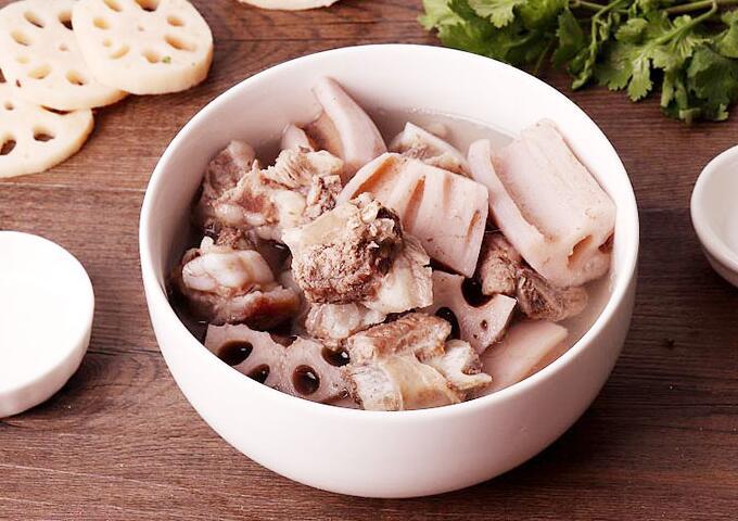 瓦罐汤系列:莲藕猪骨汤